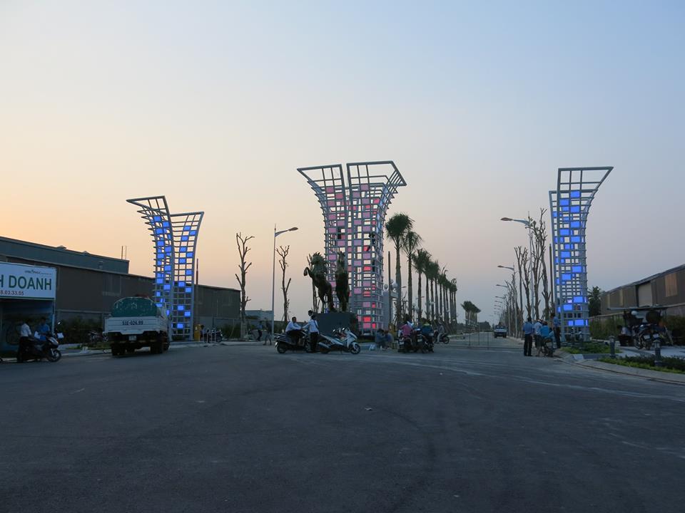 Cổng vào Van Phuc Riverside City